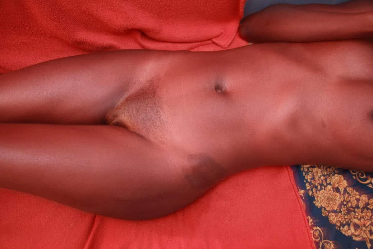 black ebony au lit pour un plan cul sexe