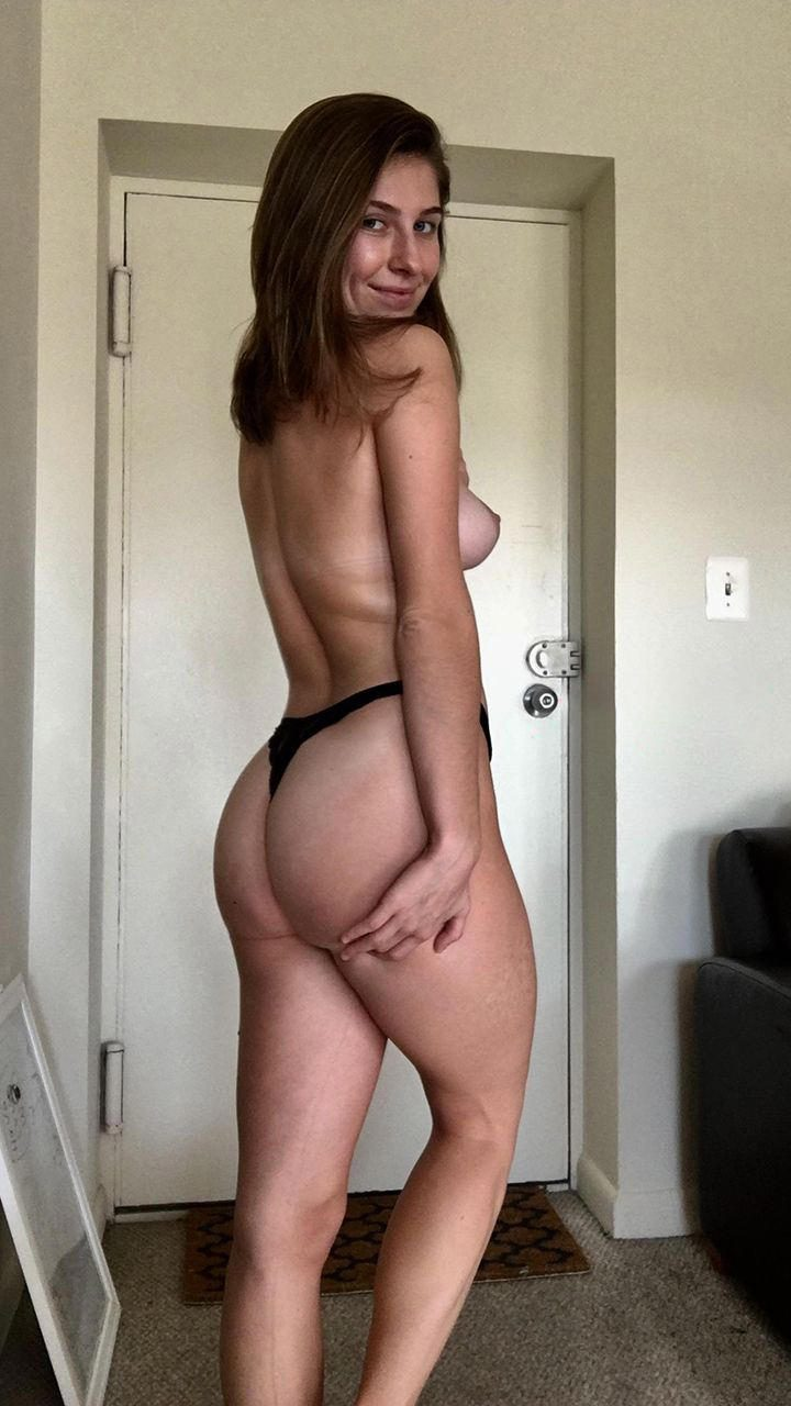 beau-sourire-fille-sexy-nue-rennes